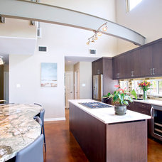 Modern Kitchen by UB Kitchens