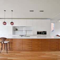 Contemporary Kitchen by Flynn Architect Inc.