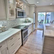 Contemporary Kitchen by GCW Custom Kitchens & Cabinetry Inc.