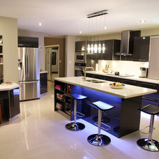 Contemporary Kitchen by Pizo Kitchens