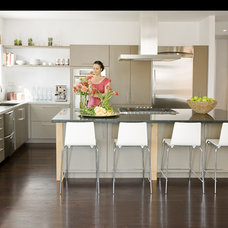 Contemporary Kitchen by NICOLEHOLLIS