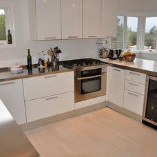 Contemporary Kitchen by Archisesto Inc.