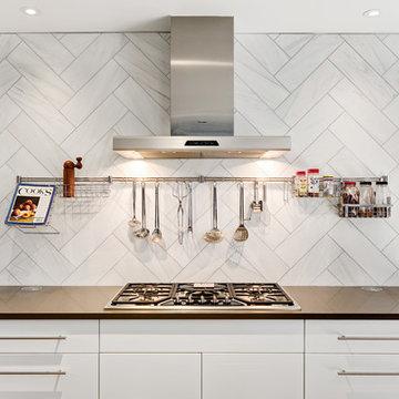 Contemporary Kitchen in Oak Ridge