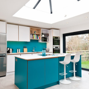 Contemporary kitchen in turquoise