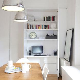 Cette image montre une cuisine design avec un électroménager en acier inoxydable.