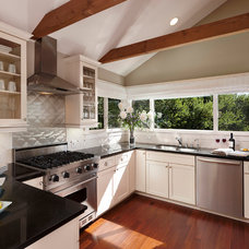 Contemporary Kitchen by Keeping Interiors