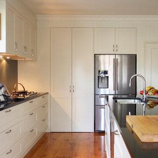Kitchen - contemporary kitchen idea in Brisbane