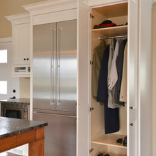 Contemporary Kitchen by Lindsay Construction Services