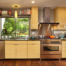 Contemporary Kitchen by MAK Design + Build Inc.