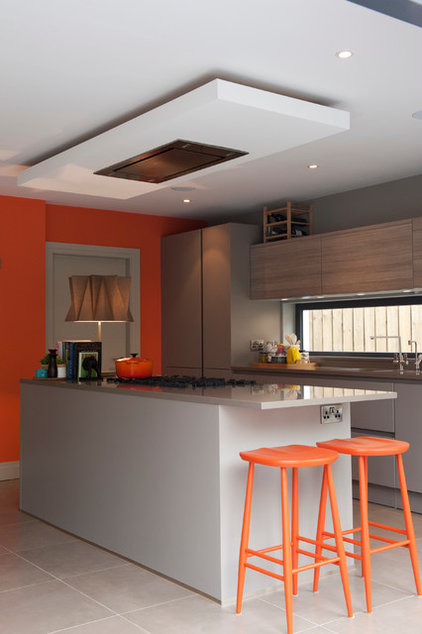 Contemporary Kitchen by Maven
