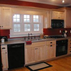 Traditional Kitchen by Melody Ring Design