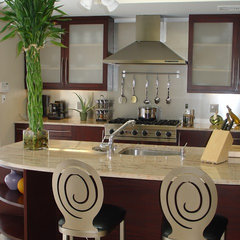 contemporary kitchen by metamorphosis interior design, Inc.