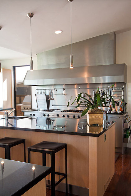 Contemporary Kitchen by modern house architects