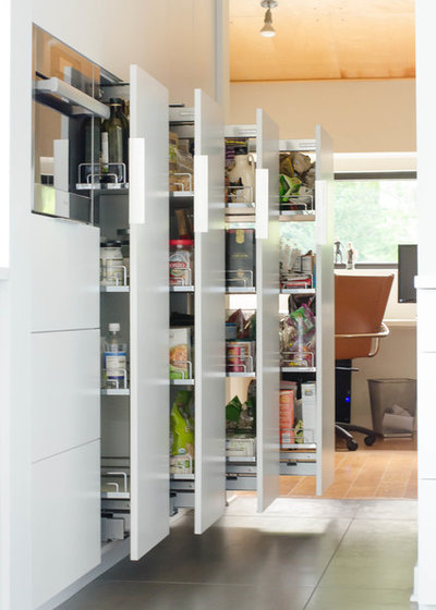 Современный Кухня by Gary Brown Homes LLC