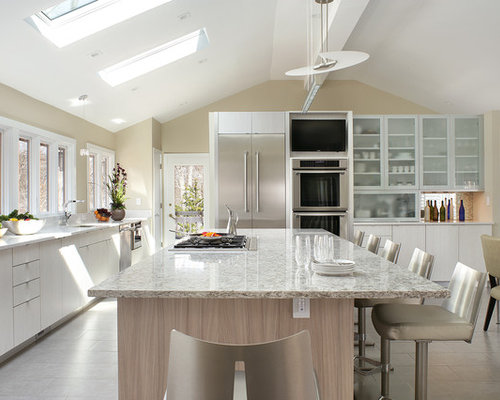 Large kitchen houzz for Good kitchen layout