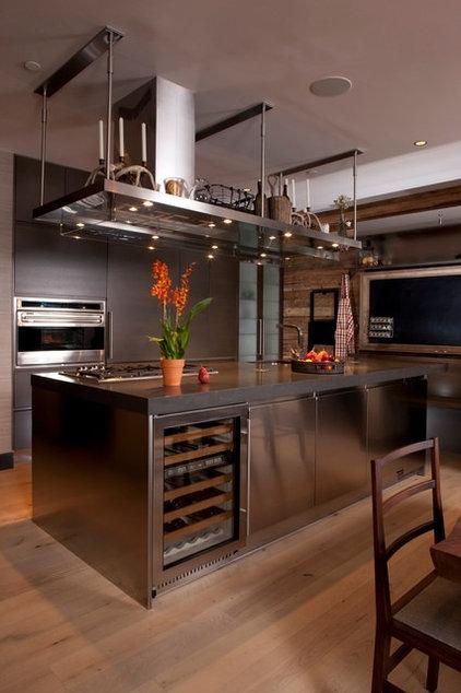 Contemporary Kitchen by Salinas Lasheras