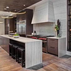 Contemporary Kitchen by STUDIO GILD