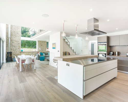 Inspiration For A Medium Sized Modern L Shaped Open Plan Kitchen In  Hampshire With Flat