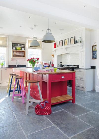 トランジショナル キッチン by Traditional Bespoke Furniture