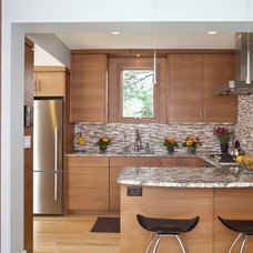 Contemporary Kitchen by TreHus Architects+Interior Designers+Builders