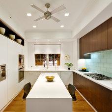 Contemporary Kitchen by Kitchen Studio L.A.