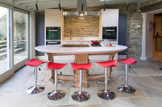 Contemporary Kitchen by Treyone