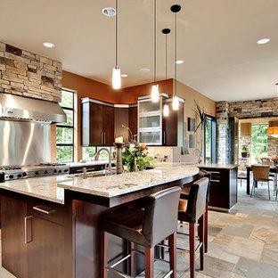 Ispirazione per una cucina ad ambiente unico chic con ante lisce, ante marroni, paraspruzzi a effetto metallico e 2 o più isole