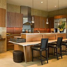 Contemporary Kitchen by Harte Brownlee & Associates Interior Design