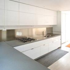 Contemporary Kitchen by Hunt Laudi Studio