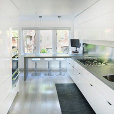 Contemporary Kitchen by Hunt Laudi Studio