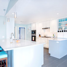 Modern Kitchen by UB Kitchens