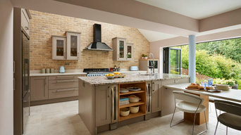 Contemporary Style Open-Plan Shaker Kitchen