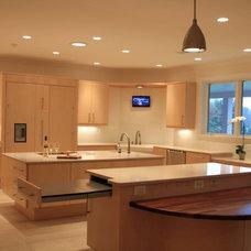 Contemporary Kitchen by Expert Kitchen Designs, LLC