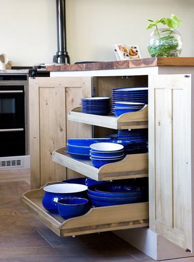 Klassisch Küche by Hill Farm Furniture Ltd