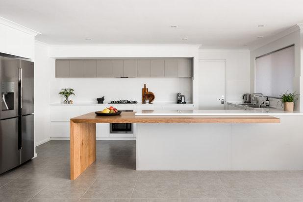 Modern Kitchen by Evolution Build + Renovate + Extend