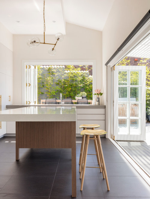 Photo of a mid-sized contemporary l-shaped eat-in kitchen in Sydney