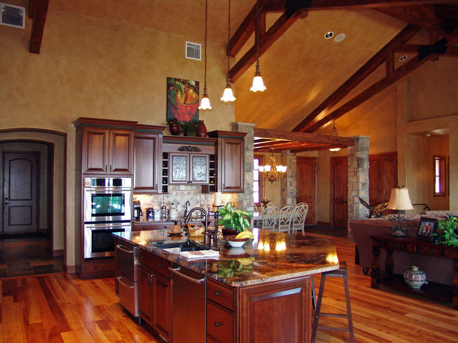 Traditional Kitchen by Centre Sky Architecture Ltd