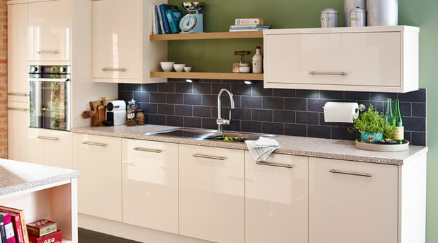 Contemporary Kitchen Cooke & Lewis High Gloss Cream Kitchen