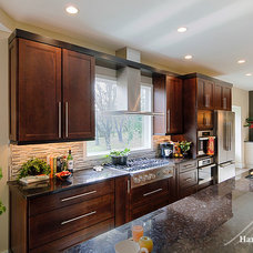 Traditional Kitchen by Harth Builders