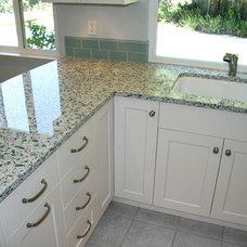 Traditional Kitchen by KDC KITCHEN & BATH GALLERY
