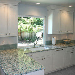 traditional kitchen by KDC KITCHEN & BATH GALLERY
