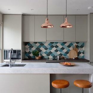 ロンドンのコンテンポラリースタイルのおしゃれなキッチンの写真