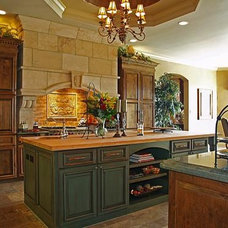 Mediterranean Kitchen by Burdick Custom Homes
