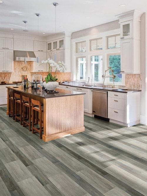 Küchen mit Küchenrückwand in Orange und Quarzit-Arbeitsplatte Ideen ...