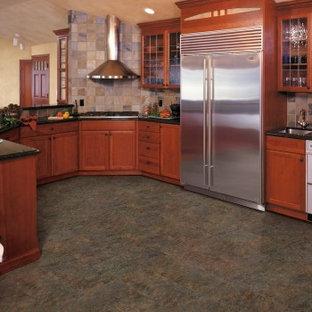 Transitional kitchen appliance - Transitional kitchen photo in Sacramento