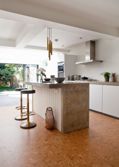 Modern Küche by The Colour Flooring Company