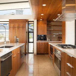 Esempio di una grande cucina design con lavello sottopiano, ante lisce, ante in legno scuro, paraspruzzi marrone, isola, top in quarzo composito, elettrodomestici in acciaio inossidabile, pavimento in linoleum e pavimento grigio