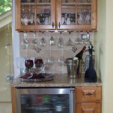 Traditional Kitchen Corner Bar
