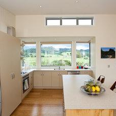 Beach Style Kitchen by Mercury Bay Design