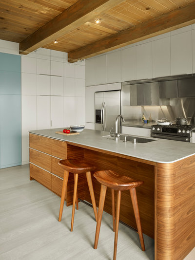 Contemporary Kitchen by INTERSTICE Architects Inc.
